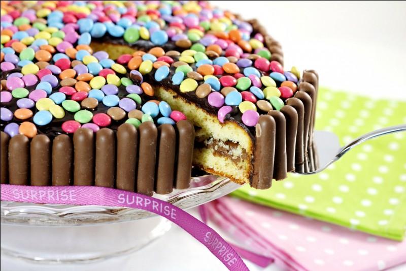 Complète : ''Pour mon anniversaire, je veux avoir un bol de pop corn ..... des chips. .....-ce que je pourrais aussi avoir des bonbons ..... du chocolat ?