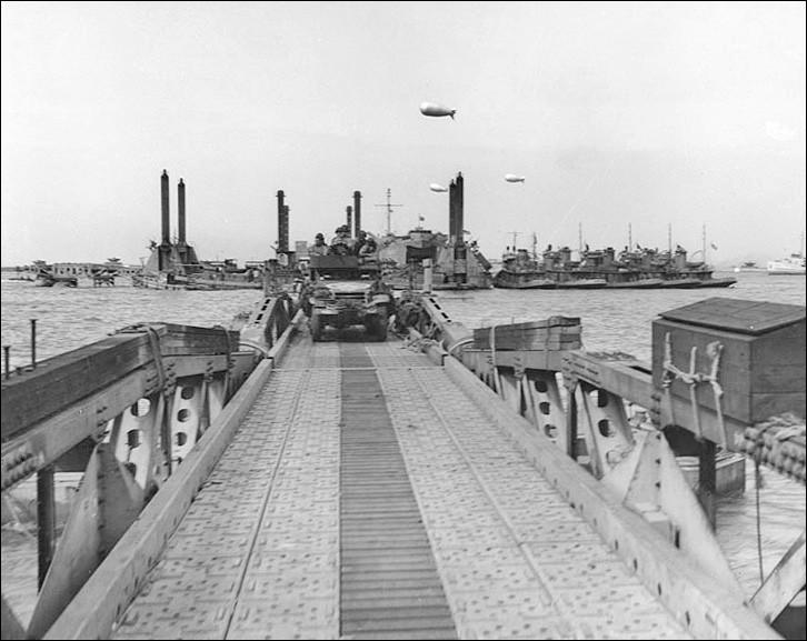 Combien de tonnes de ravitaillement les Anglais débarquèrent-ils par jour par le port Mulberry B ?
