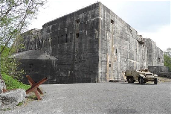 Combien de m³ de béton ont été coulés au total sur le chantier du blockhaus ?