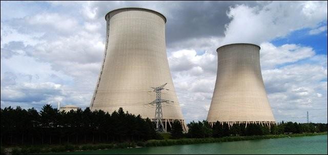 Quelle commune du Nord abrite la centrale nucléaire la plus puissante de France ?
