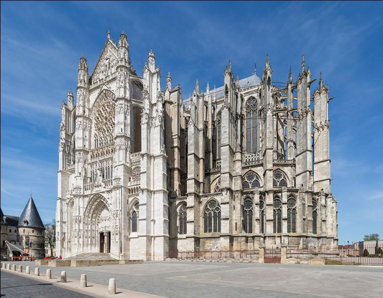 Quelle ville de l'Oise abrite la cathédrale qui a la plus haute nef du monde ?