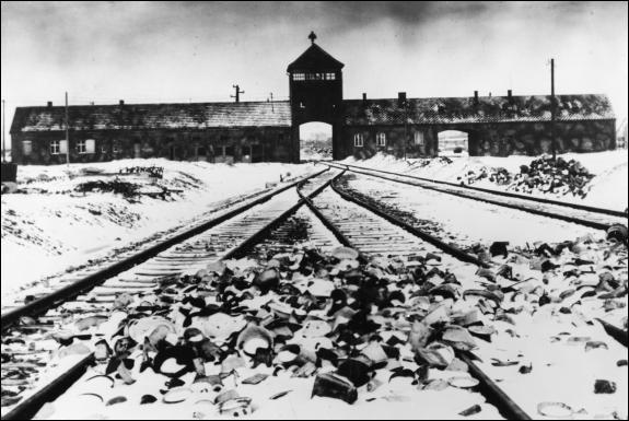 Comment a-t-on appelé cette fuite des nazis des camps avec tous leurs prisonniers, au cours de laquelle des centaines de prisonniers sont morts ?