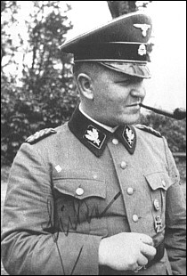 Dans quel camp Theodor Eicke fera-t-il ses preuves dès 1933 ?