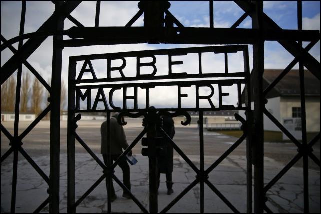 """Que signifie l'inscription """"Arbeit macht frei"""", notée en haut de la plupart des camps de concentration ?"""