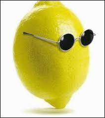 Que dit un citron avec une arme ?