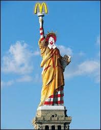 Quelle est la différence entre la statue de la liberté et une vieille chemise pas lavée ?