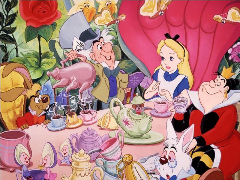 """Quel est le nom de l'auteur de """"Les Aventures d'Alice au pays des merveilles"""" ?"""
