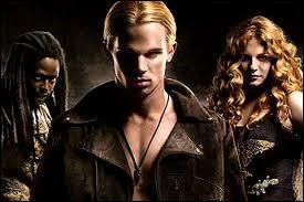Quels sont les prénoms du trio qui en veut à Bella et Edward ?