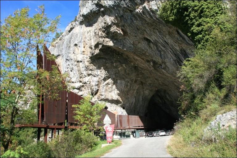 Dans quel département français trouve-t-on la grotte de Niaux ?