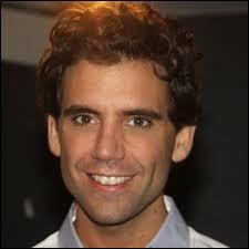 Dans la chanson ''Elle me dit'' de Mika, qu'est-ce qu'elle ne lui dit pas ?