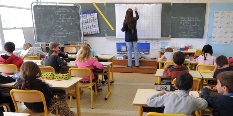 Quel niveau d'étude est exigé d'un professeur des écoles ?
