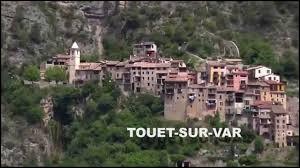 """Surnommé """"le village Tibétain"""", Touët-sur-Var se situe ..."""