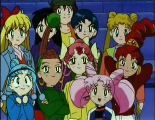 Dans un épisode, le quatuor rencontre les Sailors en civil et se lie d'amitié avec elles. A quelle occasion ?