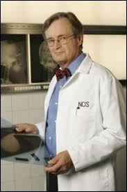 """Comment s'appelle le médecin légiste de la série américaine """"NCIS : Enquêtes Spéciales"""" ?"""