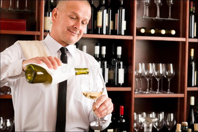 """Quel """"dérivé"""" du serveur se doit de connaître tous les vins de la carte ?"""