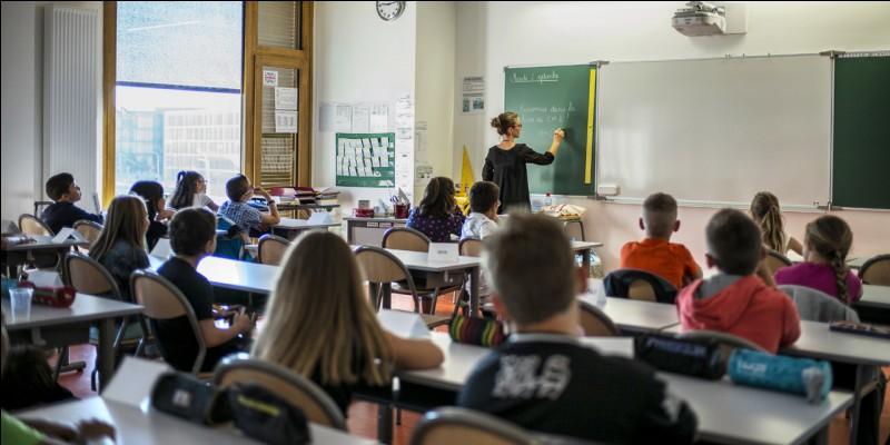Bonjour Professeur X. Vous êtes professeur agrégé de l'enseignement dans le second degré en France. À ce titre, où ne pouvez-vous pas enseigner ?