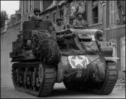 Quel canon automoteur a été utilisé par les Alliés pendant cette bataille ?