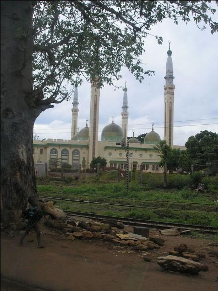 De quel pays Conakry est-elle la capitale ?