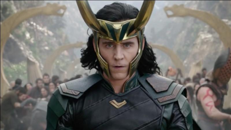 Que dit Loki en arrivant avec son vaisseau ?