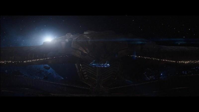 A qui appartient le vaisseau qui passe dans le post-générique ?