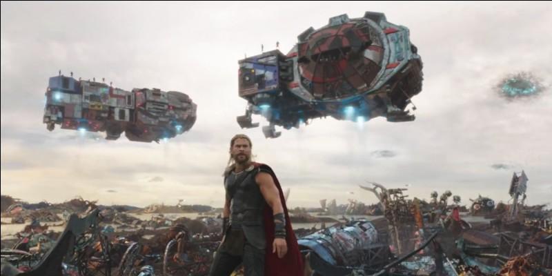 Où atterrissent Thor et Loki après s'être faits éjecter du faisceau du Bifröst par leur sœur ?