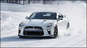 Quelle est cette voiture de sport ?