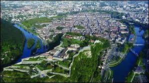 Comment appelle-t-on les habitants de la ville de Besançon ?