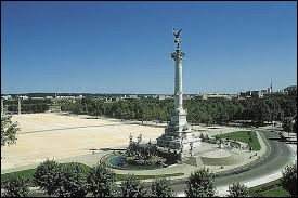 Dans quelle ville se trouve l'esplanade des Quinconces ?