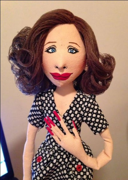 Cette poupée, pas forcément flatteuse et plutôt caricaturale, même si elle est un bel objet, représente une célébrité talentueuse, Barbra Streisand. Dans lequel de ses grands rôles ?