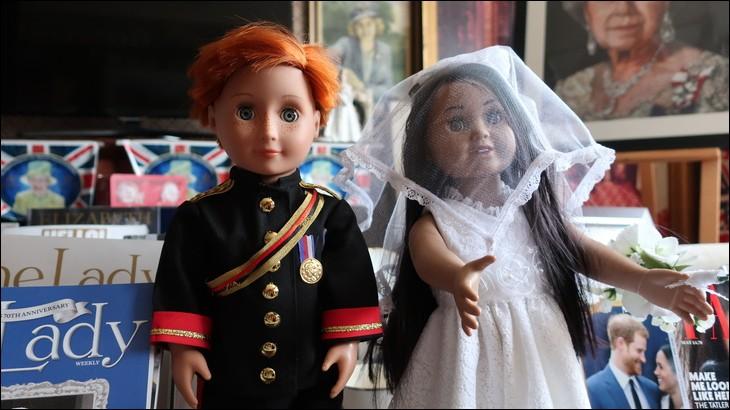 Et voici deux poupées toutes récentes liées à l'actualité du mois de mai 2018, qu'il est facile de reconnaître tant la presse internationale ne cesse d'évoquer leur parcours. Qui sont ces poupées?