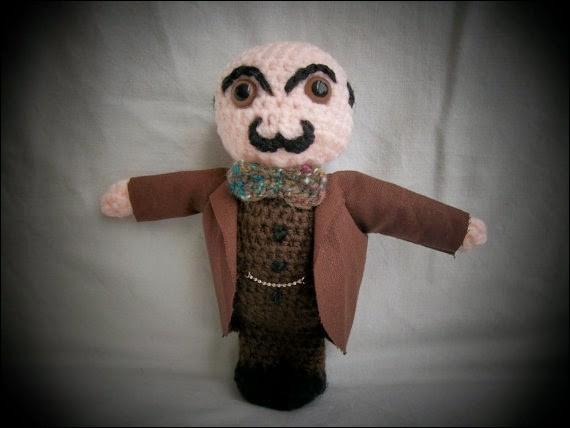 Encore une poupée bien reconnaissable que celle-ci, ne serait-ce qu'à la moustache, ornement indispensable à ce héros de création anglaise. Qui est-ce?