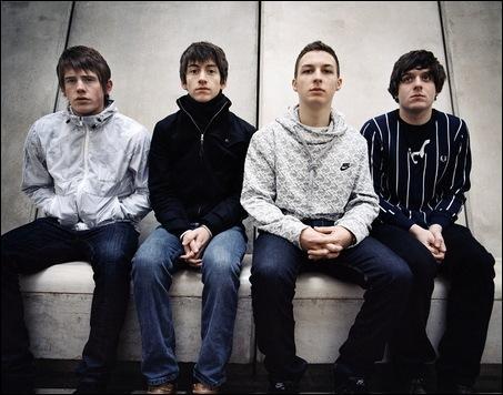 Comment s'appelle le chanteur des Arctic Monkeys ?