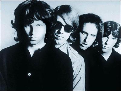 Quel était le nom du chanteur des Doors, maintenant décédé ?