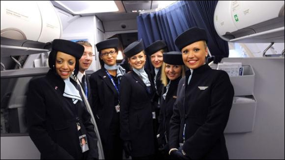 Quel poste vous permettrait, après promotion, de diriger des stewards et hôtesses de l'air ?