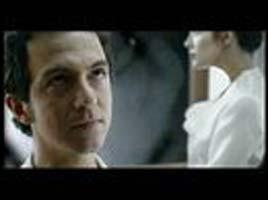 """Qui est l'actrice dans l'ascenseur avec Calogero dans le clip de """"En apesanteur"""" ?"""