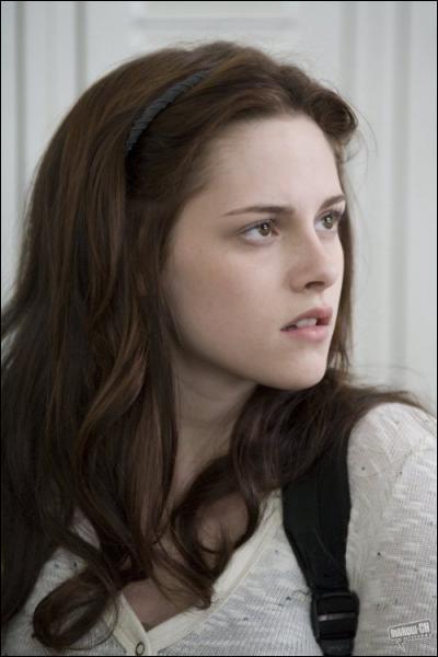 Twilight: Comment s'appellent les deux filles qui 'embêtent' Bella au lycée ?