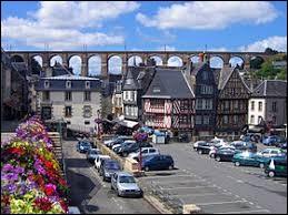 Nous sommes à Morlaix (Finistère), ville où les habitants se nomment ...
