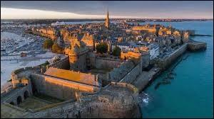Je vous emmène à Saint-Malo (Ille-et-Vilaine). Comment appelle-t-on les habitants de la Cité Corsaire ?