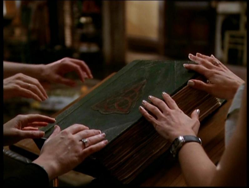"""Lors de la saison 1, qui a lu """"Le livre des ombres"""" ?"""