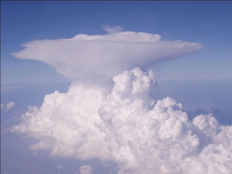 Quel nuage est souvent associé à l'orage ?