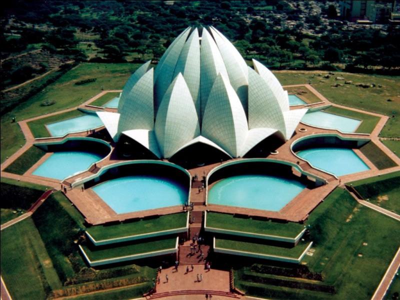 Revenons aux monuments célèbres, comment s'appelle ce temple ?