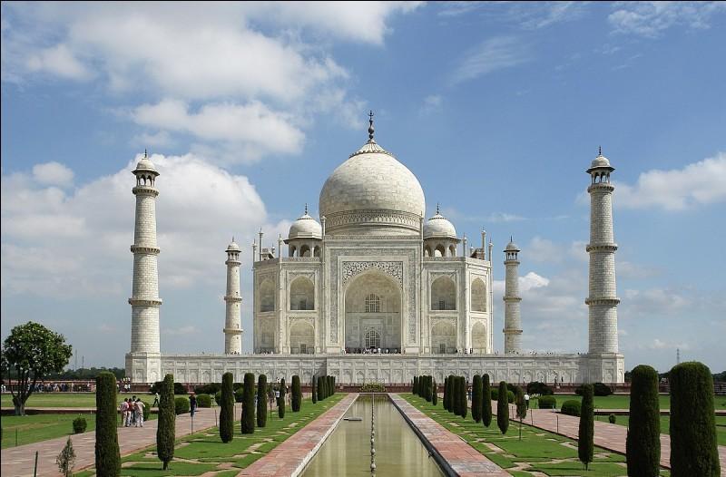 Bon, à toi de me dire la couleur du Taj Mahal ?