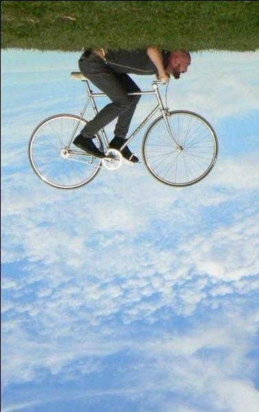Quel était le nom de la première bicyclette rudimentaire ?