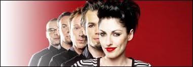 ''Apprends-moi'' chantait Superbus en 2009. Qui est un des parents de Jennifer Ayache, la chanteuse leader du groupe ?