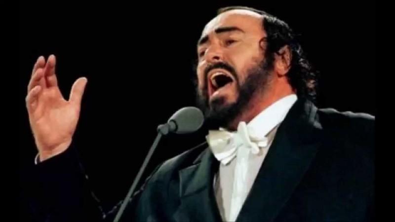 Lequel de ces chanteurs célèbres n'est pas un ténor ?