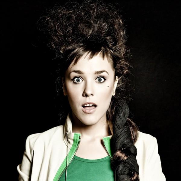 ... , dite Zaz, née le 1ᵉʳ mai 1980 à Chambray-lès-Tours, est une chanteuse et auteur-compositrice-interprète française mêlant les styles variété française, folk et soul.