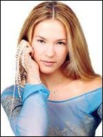 Lorie ou Lorie Pester, de son vrai nom ... Pester, est une chanteuse et comédienne française née le 2 mai 1982 au Plessis-Bouchard, dans le Val-d'Oise.