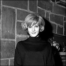 Comment s'appelait Sylvie Vartan avant de monter sur la scène ?