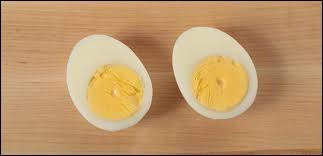 Pour obtenir un œuf dur, il faut le cuire dans l'eau.