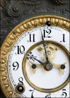 Quelle est l'heure limite fixée à Cendrillon par sa marraine, à partir de laquelle le sortilège de ses vêtements et de son équipage sera réduit à néant ?